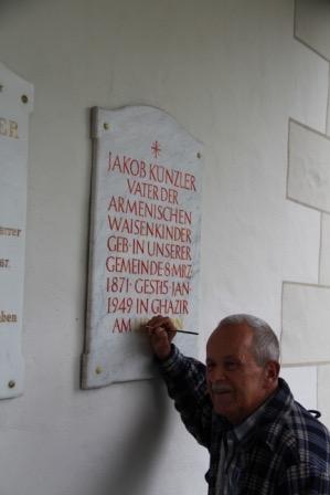 Gedenktafel Jakob Künzler an der Kirche Hundwil.